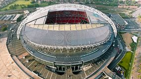 Wembley Stadium in Londen Luchtmeningsfoto die over Iconische Voetbalarena vliegen Stock Afbeeldingen