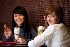 2 wemen в кафе Стоковые Фото