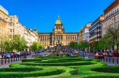 Wenceslas fyrkantigt och nationellt museum i Prague arkivbild