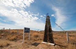 Wendekreis des Krebses das Tributzeichen gemacht aus leeren Weinflaschen heraus auf Straßenrand an TODOS Santos Baja California M lizenzfreies stockfoto
