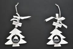 Wenden Sie für Weihnachtsbaumdekorations- und -glockenhintergrundschwarzes ein lizenzfreie stockfotos