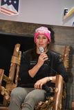 Wendy Holdener av Schweiz svarar frågor från massmedia under en presskonferens royaltyfria foton