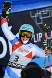 Wendy Holdener av SUI på fullföljandeområde efter den andra körningen av den jätte- slalomet royaltyfri bild