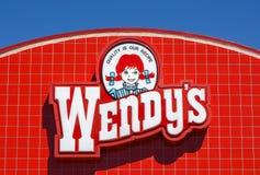 Wendy' s Restaurantbuitenkant en Teken stock foto's