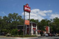 WENDYS-KETTINGSrestaurant IN GAINESVILLE FLORIDA stock afbeelding