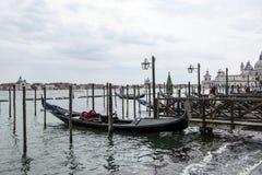 Wenecja gondola dokująca przy Canale Grande Obrazy Royalty Free