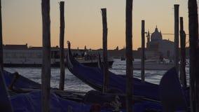 Wenecja gondoli zwolnione tempo i łódkowaty ruch drogowy zbiory