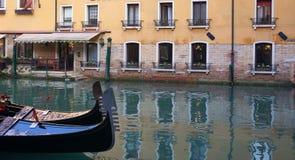 Wenecja kanał z łodzią Fotografia Royalty Free