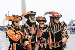 Wenecja karnawał, Włochy Cztery ludzie w kot maskach w piazza San Marco Zdjęcie Stock