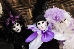 Wenecja, Luty - 6, 2016: Colourful karnawał maska przez ulic Wenecja Obraz Stock