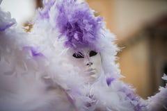 Wenecja, Luty - 6, 2016: Colourful karnawał maska przez ulic Wenecja Zdjęcia Royalty Free