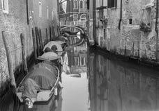 Wenecja - mała nawa z łodziami obrazy stock
