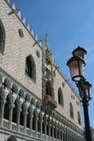 Wenecja, Palazzo Ducale i latarnia uliczna, obrazy stock