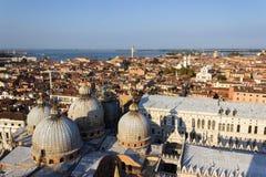 Wenecja przeciw morzu 001 niebieskiemu niebu i Obrazy Royalty Free