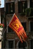 Wenecja, typowa Wenecka flaga zdjęcia royalty free