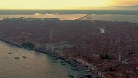 Wenecja Włochy, Czerwiec, -, 2019: Powietrzny truteń panoramy widok Wenecja piękna architektura Lot nad kanałami i dachami zbiory