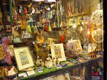 20 06 2017 Wenecja Włochy: Handmade pamiątkarskiego sklepu gablota wystawowa Obrazy Royalty Free