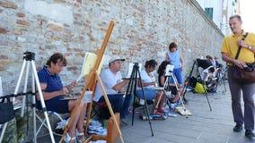 Wenecja Włochy, Lipiec, - 7, 2018: na molu Wenecja, wiele artyści, dorosły grupa, ucznie szkoła artystyczna trzymają lekcję zbiory