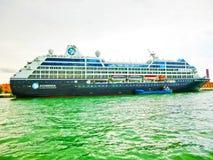 Wenecja Włochy, Maj, - 04, 2017: Pływa statkiem liniowa Azamara dokujący przy portowym Wenecja Zdjęcia Stock