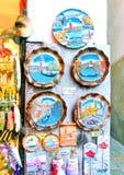 Wenecja Włochy, Maj, - 04, 2017: - sprzedawców stojaki i popularna forma zyskowni sprzedaży tradycyjne pamiątki prezenty i lubi Obrazy Stock
