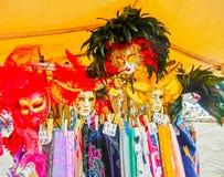 Wenecja Włochy, Maj, - 04, 2017: - sprzedawców stojaki i popularna forma zyskowni sprzedaży tradycyjne pamiątki prezenty i lubi Zdjęcie Stock