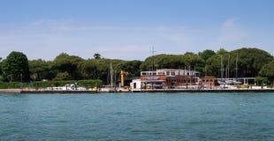 Wenecja, Włochy - 07 2018 Maj: Szkoła marynarki wojennej flotylla - Francesco Morosini- Widok od Wenecja laguny W fotografii Obraz Royalty Free