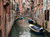Wenecja, Włochy - 22 Maj 2105: Widok boczny kanał stary buildi i Fotografia Royalty Free