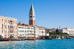 WENECJA WŁOCHY, MARZEC, - 28,2015: Widok doży ` s dzwonnica na piazza Di San Marco i pałac, Wenecja, Włochy obraz royalty free