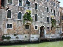 20 06 2017, Wenecja, Włochy: Rocznika okno i szczegół klasyczny budynek w histori Zdjęcia Royalty Free