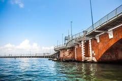 WENECJA WŁOCHY, SIERPIEŃ, - 20, 2016: Widok na pejzażu miejskim kanał grande i wyspach Wenecka laguna na Sierpień 20, 2016 w Wene Fotografia Royalty Free