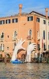 WENECJA WŁOCHY, STYCZEŃ, - 05, 2018: Rzeźba: Monumentalny Gigantyczny Obrazy Stock