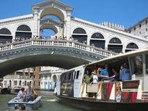 20 06 2017, Wenecja, Włochy: Widok kantorów kanały od i most Fotografia Stock