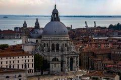 Wenecja, W?ochy: ?wi?tobliwy Mary zdrowia ko?ci?? rzymsko-katolicki w Wenecja, W?ochy zdjęcie stock
