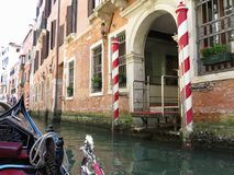 20 06 2017, Wenecja, Włochy: Widok od gondoli historyczny buildin Obraz Stock