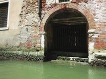 20 06 2017, Wenecja, Włochy: Widok stara brama, historyczny budynek a Fotografia Stock