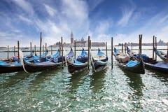 Wenecja Zmierzch nad korytkowy Grande i gondole przy cumowaniem Obrazy Stock