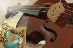 Wenecka maska i skrzypce Fotografia Royalty Free
