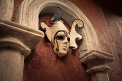 Wenecka maska na brown ścianie Obraz Royalty Free