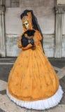Wenecki Żółty kostium Fotografia Royalty Free