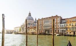 Wenecki port z gondolami w ranku czekaniu dla turystów Obrazy Royalty Free