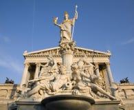Wenen - de fontein en het parlement van Pallas Athena Stock Afbeelding