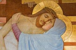 Wenen - Detail van Deposito van de dwarsscène over st. John van het Dwars zijaltaar door P. Verkade (1927) in Carmelites-kerk stock afbeeldingen