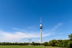 Wenen Donauturm (de Toren van Donau) Royalty-vrije Stock Foto's