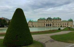 Wenen - het park bij Schönbrunn-Paleis stock afbeeldingen