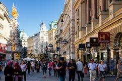 Wenen, mensen in de Graben-straat stock afbeeldingen