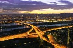 Wenen met de Rivier van Donau & Eiland Royalty-vrije Stock Foto's