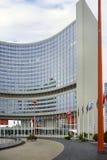 """Wenen, Oostenrijk †""""26 September, 2013: Het Internationale Centrum VIC van Wenen is de complexe campus en de bouw ontvangend Ve Stock Afbeeldingen"""