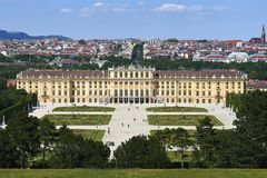 Wenen, Oostenrijk - 14 Juni, 2017: Schonbrunnpaleis en tuinen De vroegere keizer de zomerwoonplaats Het paleis is één van mos stock foto