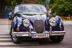 Wenen, Oostenrijk - Juni 06, 2018: Voordeel met koplamp retro auto stock fotografie