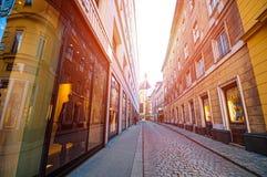 WENEN, OOSTENRIJK - OKTOBER 12, 2015: Smalle straat in oude stad binnen Stock Fotografie